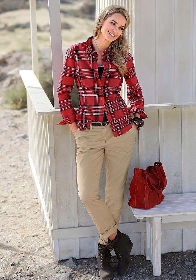 Характерные элементы одежды преппи – брюки чинос и рубашка