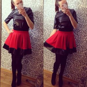 стильная красна юбка солнце