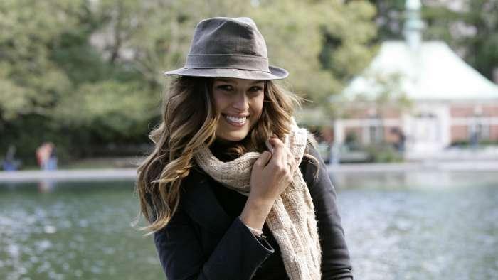 как носить шляпу федора девушке