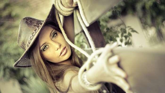 ковбойская шляпа с вставками из веревочек