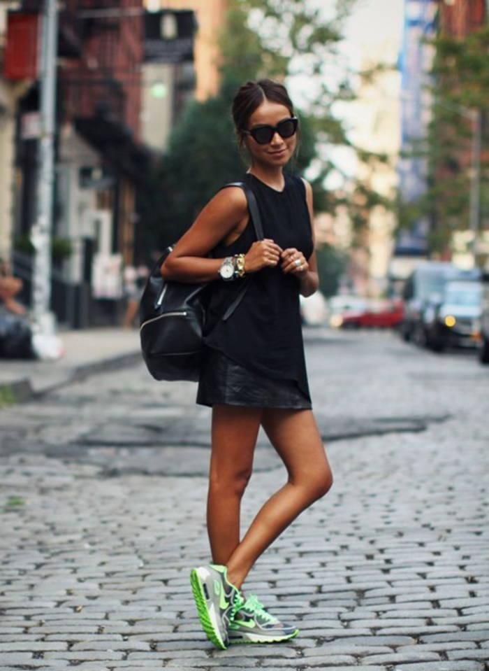 Кожаные мини-юбки