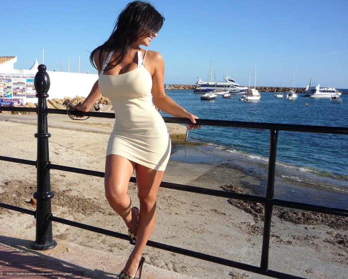 платье облегающее фигуру