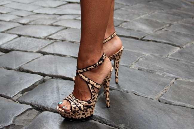С чем носить леопардовые босоножки