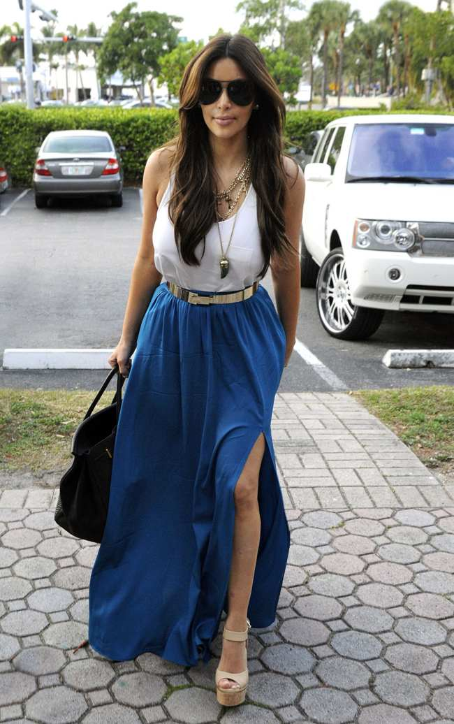 с чем носить синюю юбку в пол