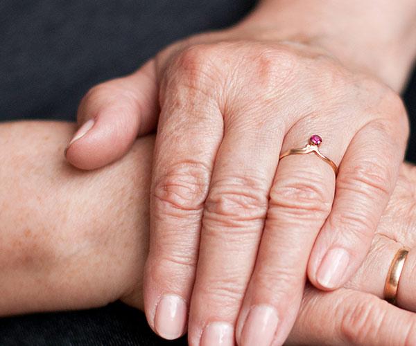 уход за ногтями в возрасте